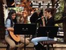Eliza Kiy (left) and Zemfira Bagirova perform at Cafe Aroma in Idyllwild. Photo: Julie Pendray